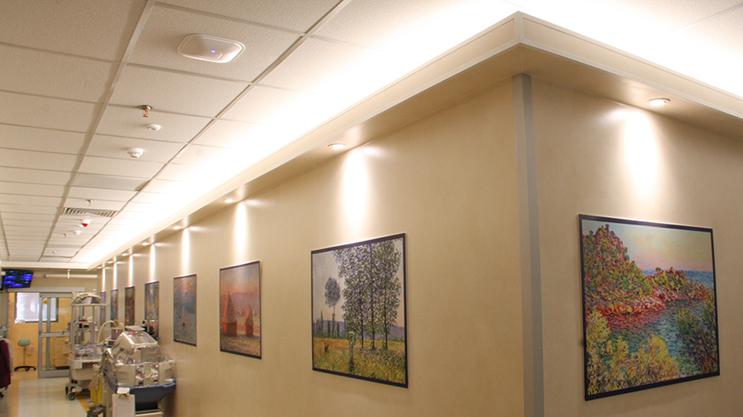 Progetto con strisce LED Lumiflex: Illuminazione del reparto ospedaliero per bambini, 24 ore su 24, 7 giorni su 7.